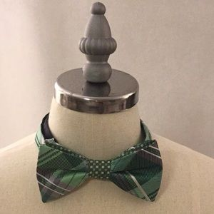 NWOT Stafford Pre-Tied Bow Tie